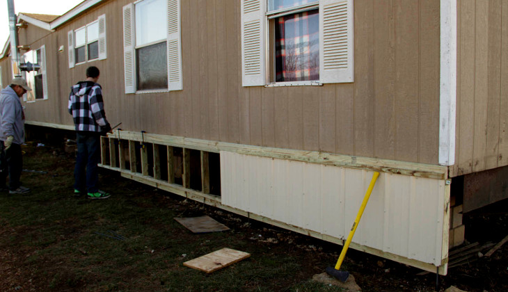 Removing home skirting
