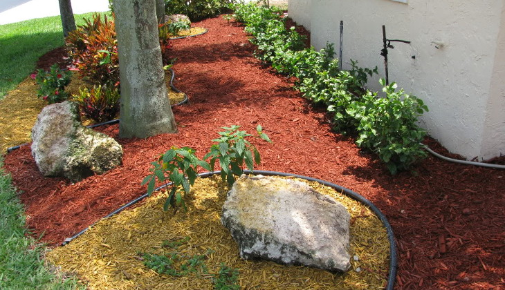 Two-color tone mulch