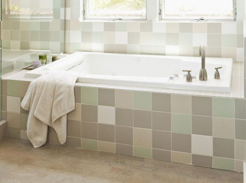 Basic alcove bathtub