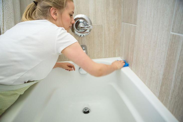 Bathtub cleaning day