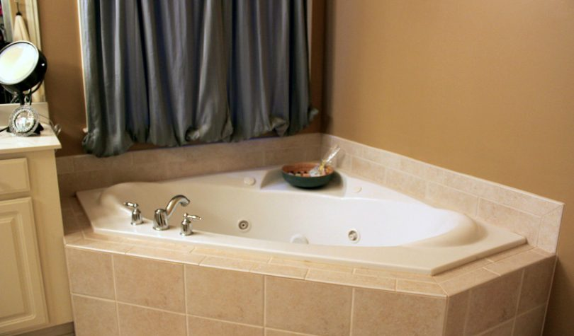 Garden tub for mobile homes