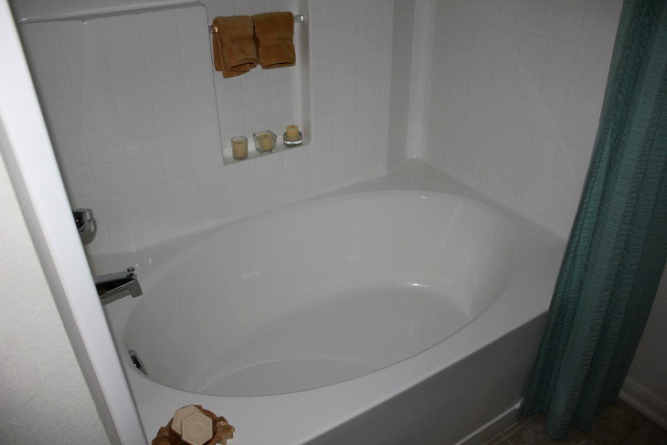 Garden tub with curtain divider