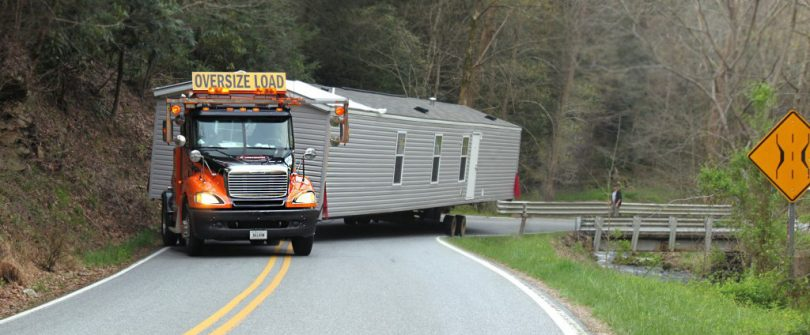 Moving mobile home on hiway