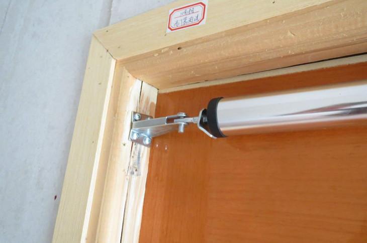 Pnuematic door closer