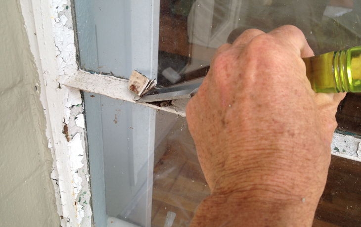 Removing frame putty