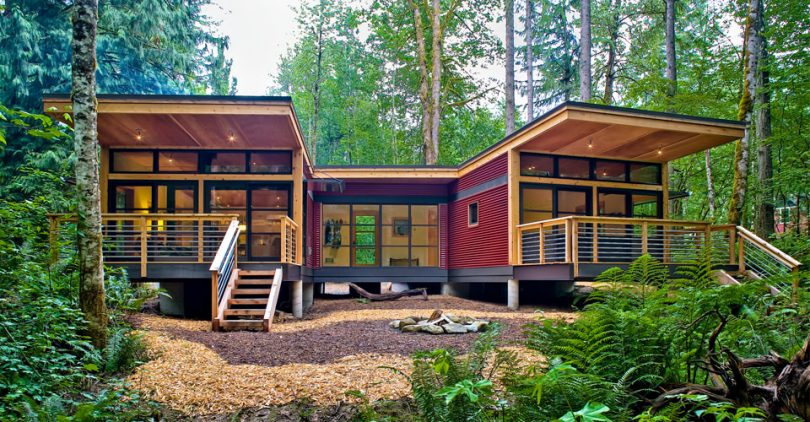 Modern modular house in woods
