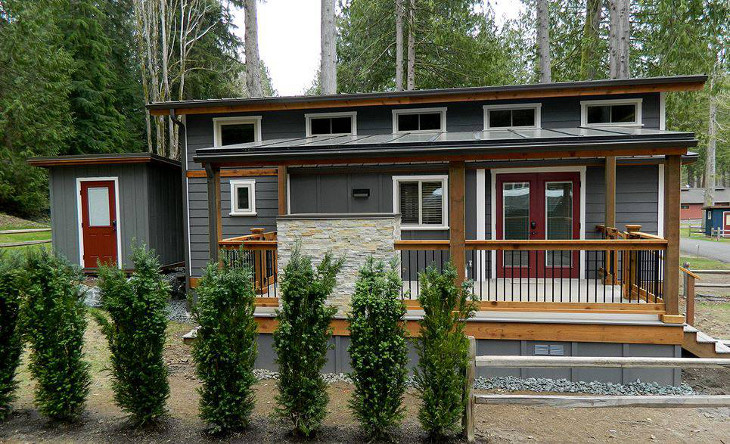 Manufactured home with front porch