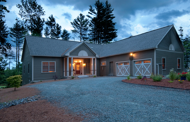 Energy-efficient barn-type home