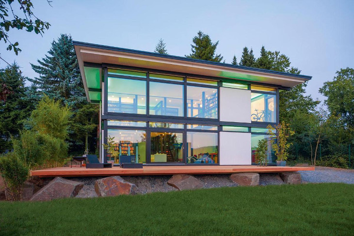 Green scenery outside modular home