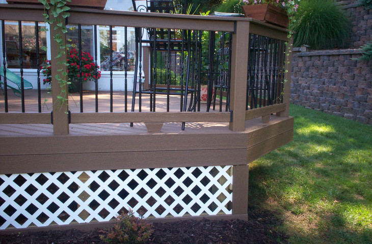 Porch with lattice skirting