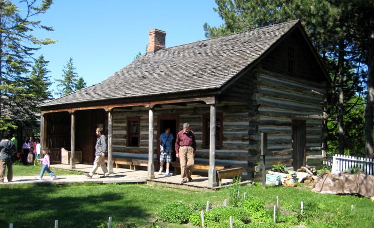 Checking a modular log home