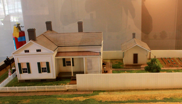 Mobile home miniature model