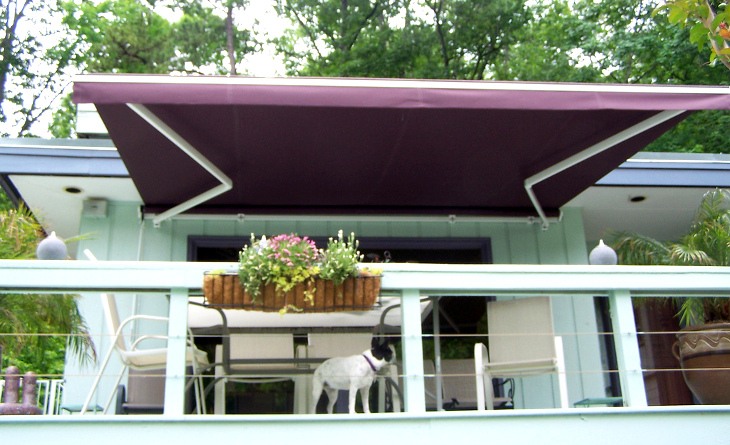 Retractable mobile home awning