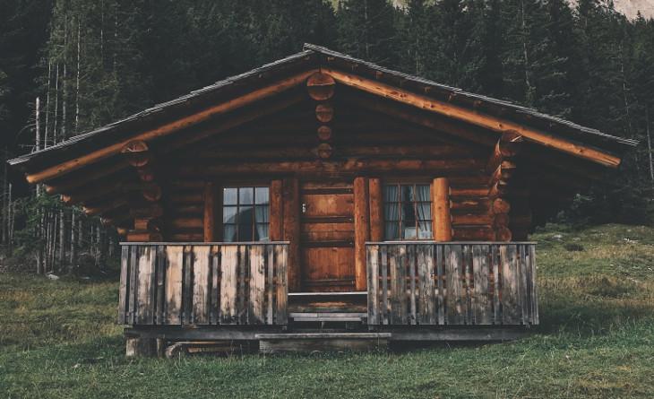 Small modular log cabin