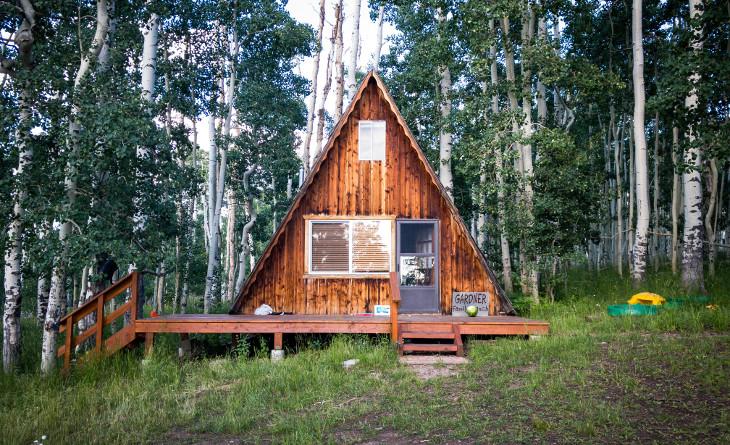 Triangular log cabin